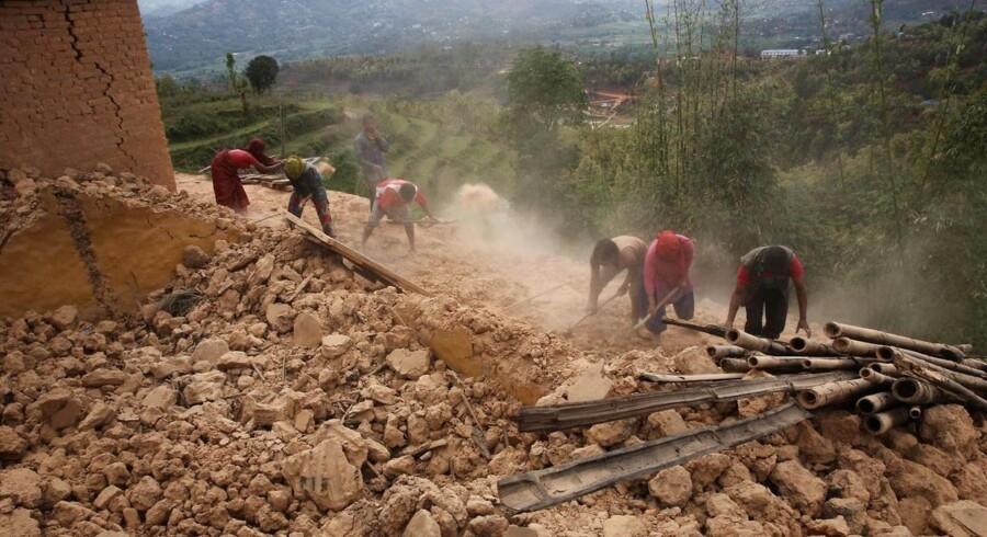 Onsdag har den danske regering besluttet at sende yderligere 20 millioner kroner til ofrene for jordskælvet i Nepal. Situationen er katastrofal, siger udviklingsminister Mogens Jensen.