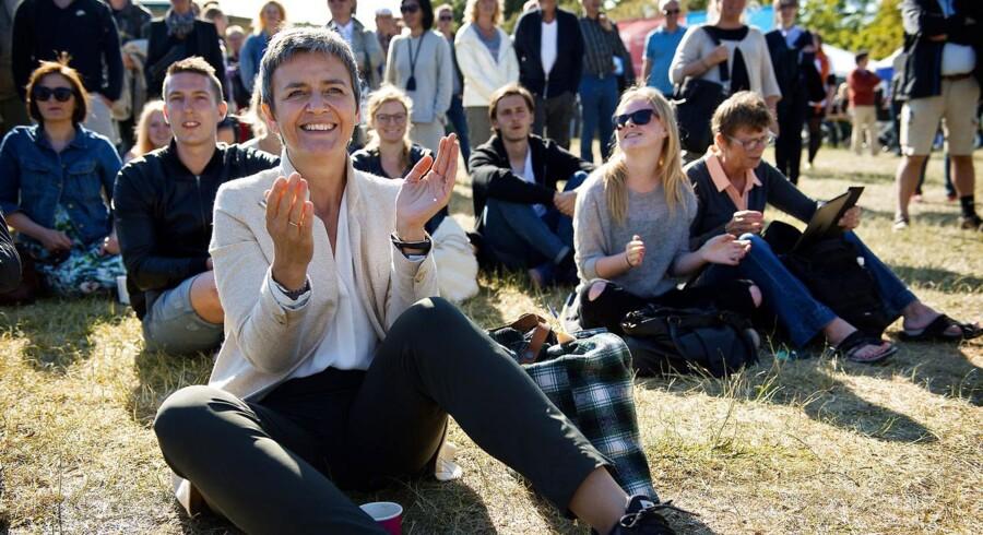 Folkemødet 2015. Morten Østergaard taler på Hovedscenen på Cirkuspladsen. Margrethe Vestager klapper.
