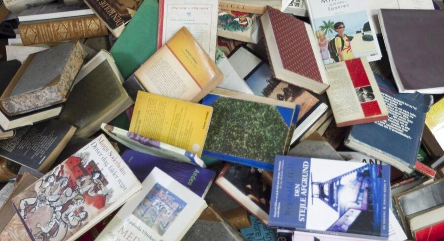 I dag er det Verdens Bogdag, og i den anlendning vil 4.000 bogelskende danskere tilsammen dele 100.000 gratis bøger ud til medborgere, der kun sjældent læser bøger.