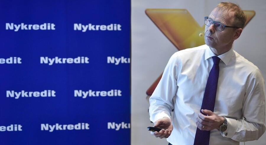 Kritiske røster lægger pres på bestyrelsen, efter at Nykredit bliver børsnoteret blot en måned før et valg.