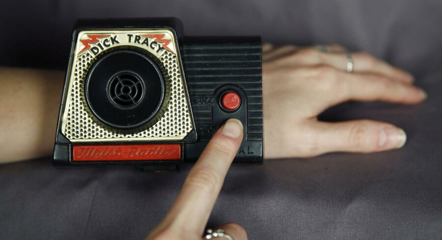 Allerede i 1960erne TV-detektiven Dick Tracy et ur, der kunne ringe op. 50 år efter følger Apple nu trop.