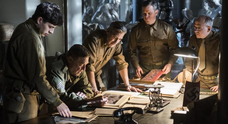 5. værste »Monumenternes mænd«På trods af et stærkt hold skuespillere formår Clooney ikke at få sin anden verdenskrigsfilm til at fungere. Nashawaty sammenligner biografoplevelsen med at lytte til syv mænd, der nynner nationalhymnen i to timer...Læs Berlingskes anmeldelse her: Clooneys krigsfilm skuffer monumentalt
