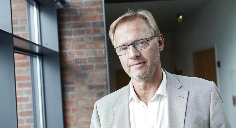 Jyske Banks direktør, Anders Dam mener, at politikerne bør hjælpe landmændene i højere grad.