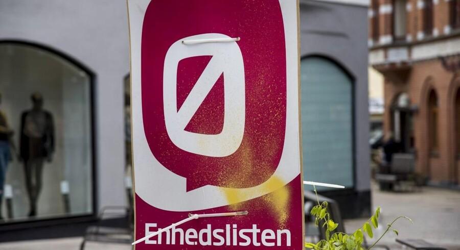 Mandag, den 8. juni 2015 Thøger West - medlem af Enhedslisten - har flere gange i i valgkampen oplevet at flere af partiets plakater er pillet ned eller blevet spraymalet Foto: Morten Dueholm