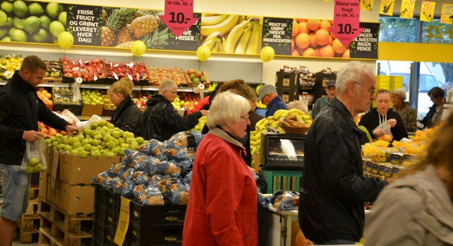Der er godt besøgt i landets Netto-butikker, der hapser kunder fra konkurrenterne.