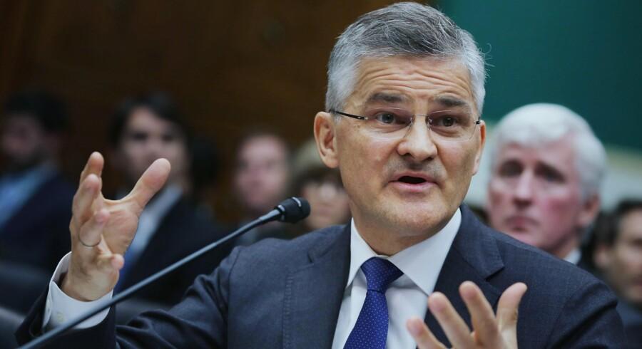 Volkswagens topchef i USA, Michael Horn, var skydeskive for mange kritiske spørgsmål fra både demokrater og republikanere, da han var midtpunkt i en høring i Kongressen torsdag aften. Imens ruller skandalen videre med uformindsket styrke i både USA og Europa. Foto: AFP