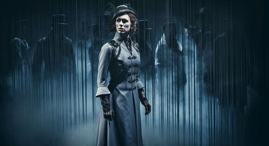 """Rikke Lylloff er Tolstojs ulykkelige heltinden """"Anna Karnina"""" på Odense Teater, men interesserer hun egentlig nogen? Foto: Emilia Therese."""