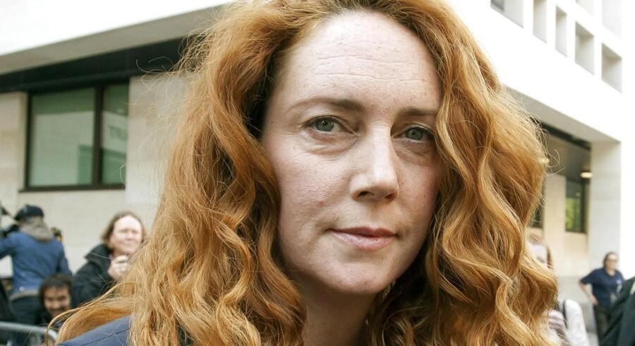 Den forhenværende chefredaktør, der blandt andet plejede omgang med den britiske premierminister David Cameron, risikerer flere års fængselsstraf, hvis hun bliver erklæret skyldig i aflytningssagen.