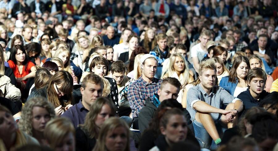 På trods at, at rekordmange studerende begyndte på landets universiteter dette semester, er optaget på de tekniske uddannelser stagneret over de sidste ti år. (foto: studiestart på Aalborg Universitet 1. september 2011).