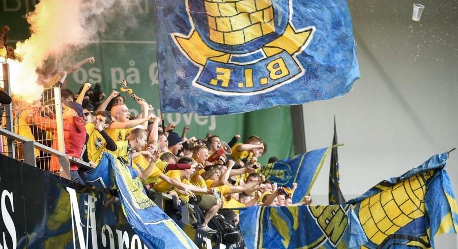 Ledelsen hos Brøndby IF bekræfter, at den er i dialog med Jesper Nielsen om at få udbetalt tæt ved 45 mio. kroner, som smykkedirektøren ifølge foldboldklubben mangler at betale for historisk stort sponsorat i klubben.