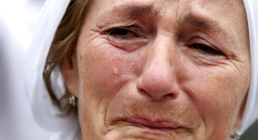 Bosnien markerer tyveåret for massakren lørdag.Omkring 8.000 muslimske drenge og mænd blev myrdet i løbet af få dage i juli 1995.Massakren var grundigt planlagt og blev ledet af Ratko Mladíc. Formålet var en etnisk udrensning.
