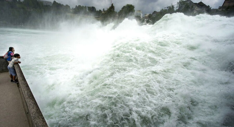 Vand i store mængder, der falder langt nedad, kan være en spektakulær naturoplevelse. Rejseliv har valgt ti af de flotteste vandfald i verden - i vilkårlig rækkefølge. Rheinfall i Schweiz er et af dem.