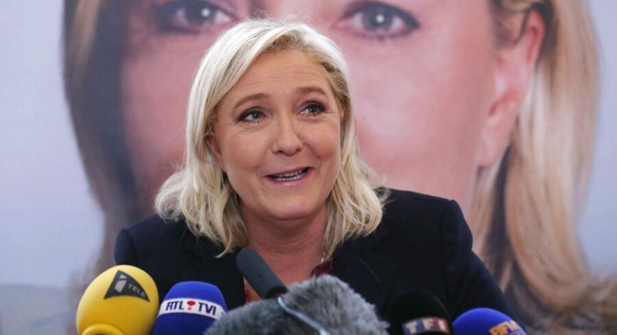 »Folket har talt. Nu kan Frankrig igen holde hovedet højt,« proklamerer Marine Le Pen over for det franske folk.