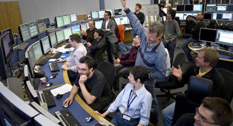 Begejstringen kender ingen grænser hos partikelfysikerne i kontrolrummet, da 3,48 TeVer en realitet.