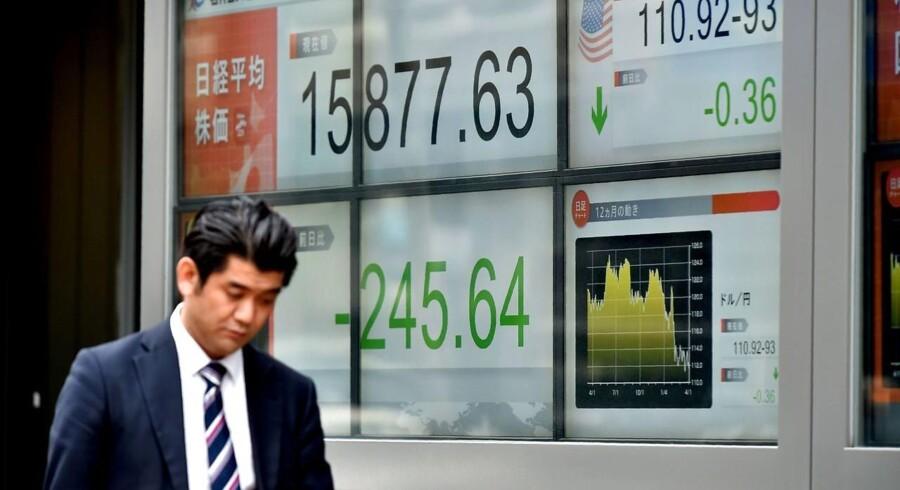Regnskabssæsonen for første kvartal nærmer sig, og en skuffende indtjening samt politisk og økonomisk usikkerhed forventes at have en negativ indvirkning på selskabernes første kvartal. (AFP PHOTO / KAZUHIRO NOGI)