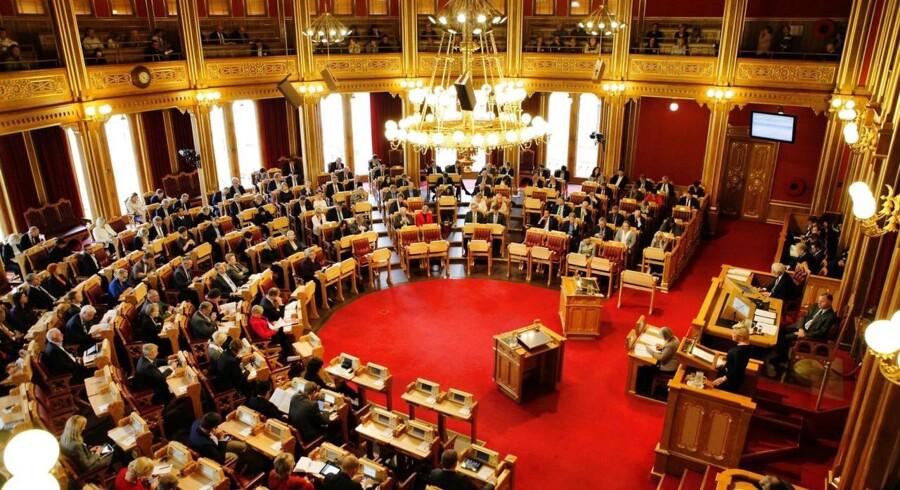 Overvågning i Oslo skræmmer politikere. Ved Stortinget og andre centrale steder i den norske hovedstad er der opsat hemmeligt teknisk udstyr, der kan overvåge alle former for mobilaktivitet.
