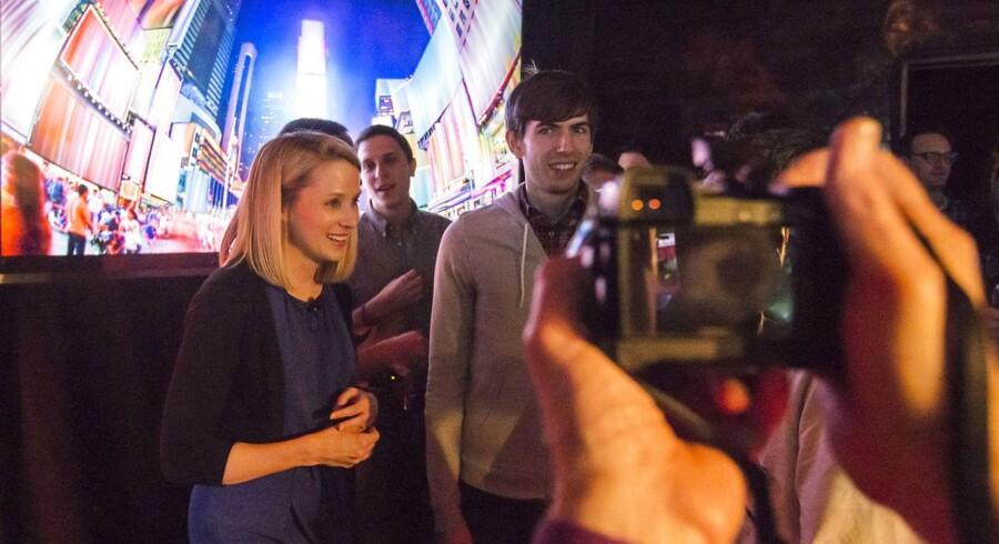 Yahoos topchef siden 2012, Marissa Mayer (til venstre), og den 26-årige stifter af Tumblr og nu multimillionær, David Karp (til højre), efter pressekonferencen, hvor Yahoos køb blev meddelt. Foto: Adrees Latif, Reuters/Scanpix