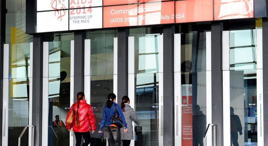 Op mod 100 eksperter inden for aids-forskning var på vej til en konference i Melbourne.