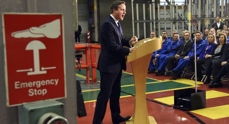 David Cameron havde valgt JCB-fabrikken i Staffordshire som ramme for sin tale. Midt under seancen gik alarmen ved en fejl. De britiske medier var efterfølgende uenige om, hvorvidt alarmklokken havde lydt for EU eller Cameron.