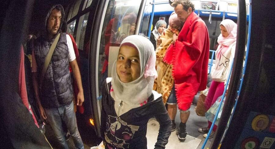 Tidligt i morges ankom flere busser med flygtninge i byen Nickelsdorf ved den Østrigske grænse.