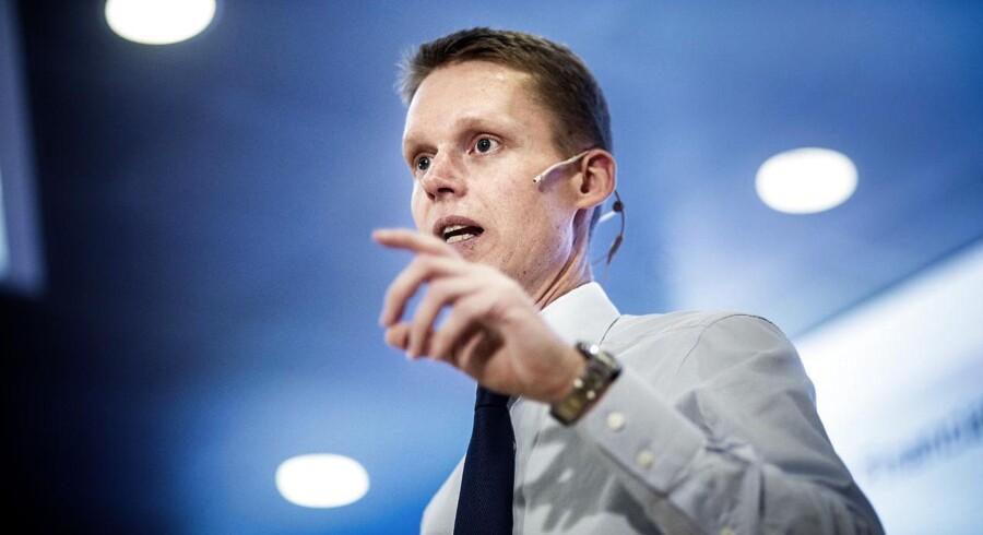 Henrik Poulsen, koncernchef i Dong fremlægger energikoncernens årsregnskab og strategi på et pressemøde onsdag d. 27 februar 2013 i Gentofte. Strategien indholdt store planer for frasalg af ikke-kerneaktivteter heriblandt landvindmøller. DONG er per dags dato helt ude af landvind.
