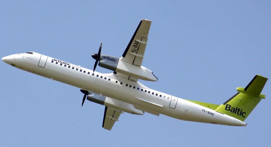 Det var besætningen på et fly fra Air Baltic, der skulle flyve norske charterturister mod Chania på Kreta, som blev anholdt med for høj promille.
