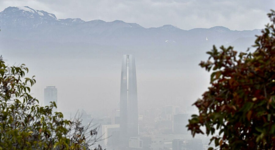 "View of Santiago de Chile City covered by smog on June 21, 2015. Stations located in the west of the city, as Pudahuel and Cerro Navia, presented critical levels of pollution, after days with low environmental and despite contingency measures taken by the authorities. High levels of air pollution occur after several days with poor ventilation and despite three consecutive days under state environmental ""pre-emergency"", a measure that paralyzes the movement of 20% of the cars and some 700 factories. AFP PHOTO/ Yuri CORTEZ"