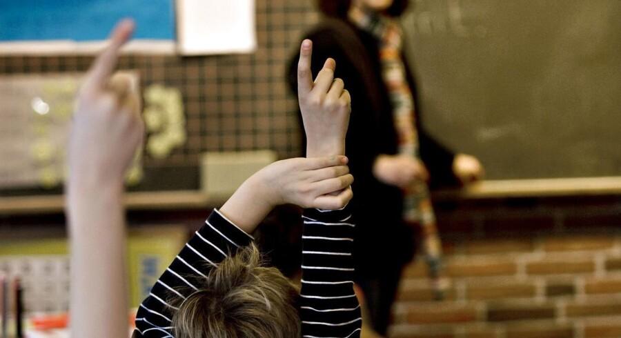 En national test skal opdage ordblindhed tidligere hos elever i folkeskolen. Men testen er frivillig at benytte, og det bekymrer i Ordblindeforeningen.