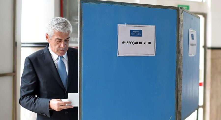 Portugals tidligere premierminister Jose Socrates afgiver sin stemme i Lissabon.