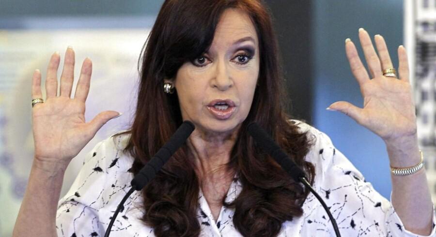 Den tidligere argentinske præsident Cristina Fernandez de Kirchner er fredag blevet tiltalt i en sag om mulig valutamanipulation under sin tid i det magtfulde embede.