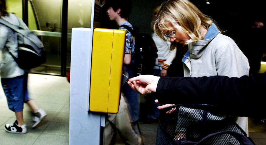 Dagens rejsende behøver dog ikke at gå i panik, når de opdager, at billetten er en time for gammel. Hos DSB er man opmærksomme på, at automaterne er lidt for tidligt på den.