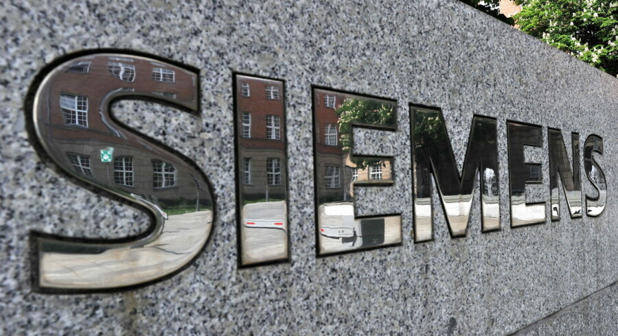 epa04736751 Parts of the Siemens administration building are reflected in the lettering 'Siemens' in Berlin, Germany, 07 March 2015. The company is cutting more than a thousand jobs worldwide - including in the German capital. EPA/PAUL ZINKEN