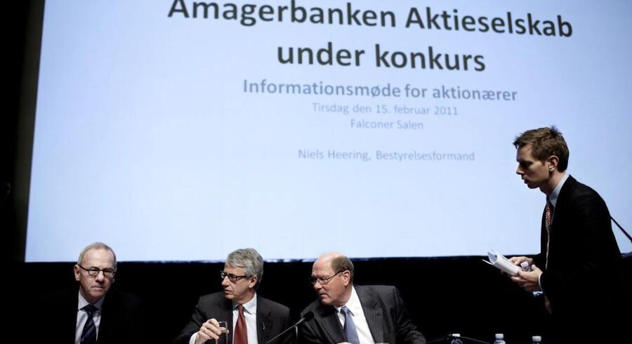 Efter længere tids uro meddelte Amagerbanken den 6. februar 2011 i en fondsbørsmeddelelse, at banken var gået konkurs. I midten ses bankens tidligere bestyrelsesformand, Niels Heering, undet et aktionærmøde få dage efter bankens kollaps.