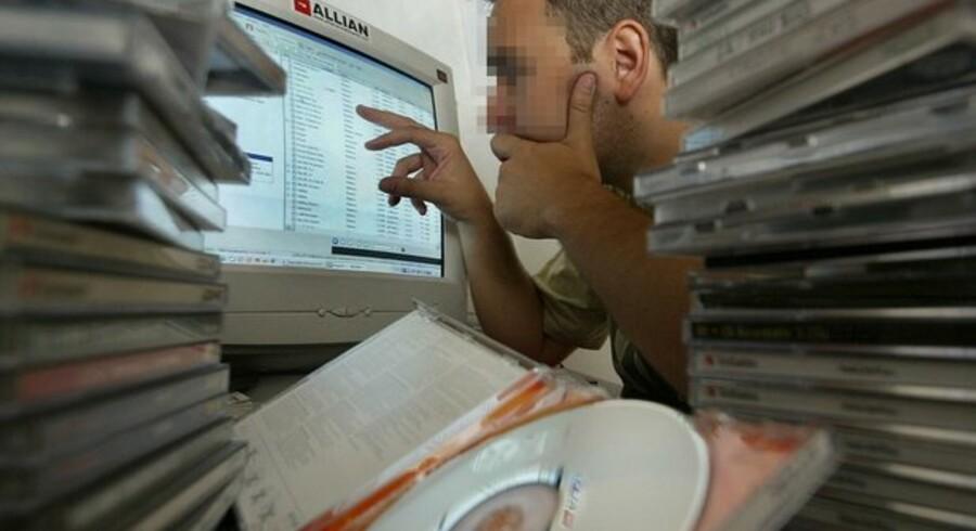 Der er store penge i at sælge stjålne oplysninger om bankkonti og kreditkortnumre videre på nettet. Foto: Colourbox