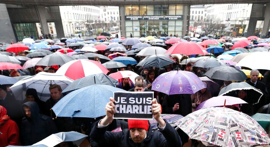 Et minuts stilhed for ofrene foran Europa-Parlamentet i Bruxelles.