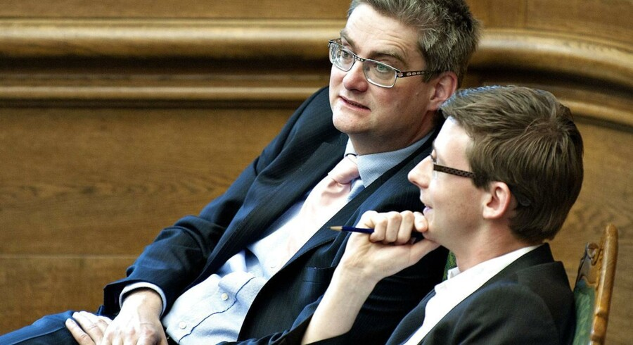Venstre-politikerne Søren Pind og Karsten Lauritzen lover i en kronik en stramning af udvisningsreglerne.