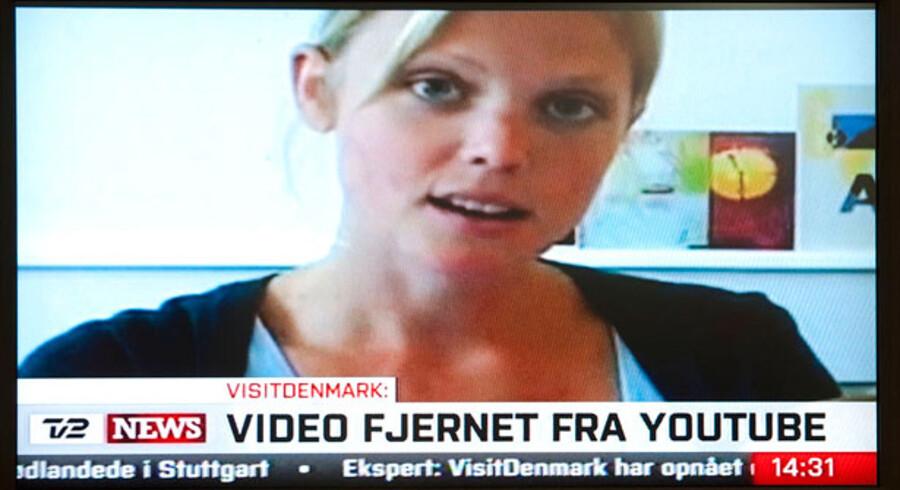 Den enlige mor Karen, der efterlyser faren til hendes søn hedder i virkeligheden Ditte Arnth Jørgensen og er skuespiller.