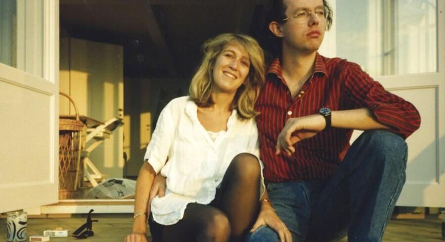Svensk milliardærarving (th) levede med sin afdøde hustru, der har hævdet at vide, hvem Olof Palmes morder er, gennem længere tid i deres hjem i London.