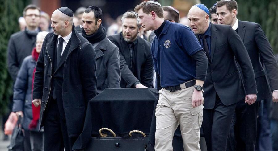 Dan Uzan, der blev offer for weekendens terrorangreb på den jødiske synagoge i København, blev begravet onsdag på Mosaisk Vestre Begravelsesplads.