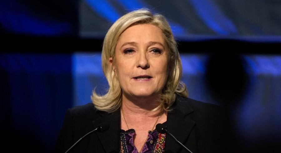 Front Nationals leder, Marine Le Pen, virkede af forskellige årsager ikke specielt skuffet da hun holdt sin tale i Henin-Beaumont efter partiets uventede nederlag ved søndagens anden runde af det franske regionalvalg.