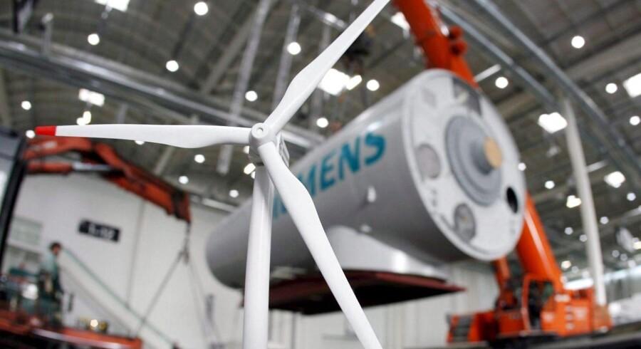 Den tyske vindmølleproducent Enercon har valgt at sagsøge Siemens Wind Power for at have stjålet teknologien High Wind Ride Through, som er en softwarekomponent i blandt andet Siemens' 6 ME prestigemølle, der sikrer højt output ved høje vindhastigheder.