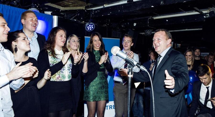 Arkivfoto. Partiformand Lars Løkke Rasmussen i selskab med medlemmer af Venstres Ungdom.
