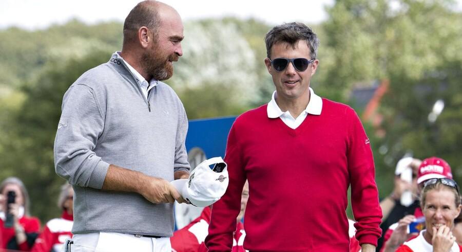 Kronpris Frederik, th, mødte Thomas Bjørn i en golfmatch før sidste års »Made In Denmark«-turnering.