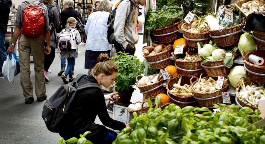 Torvehallerne på Isreals Plads i indre København, har udover delikatessestande og fastfood fem faste grønthandlere.
