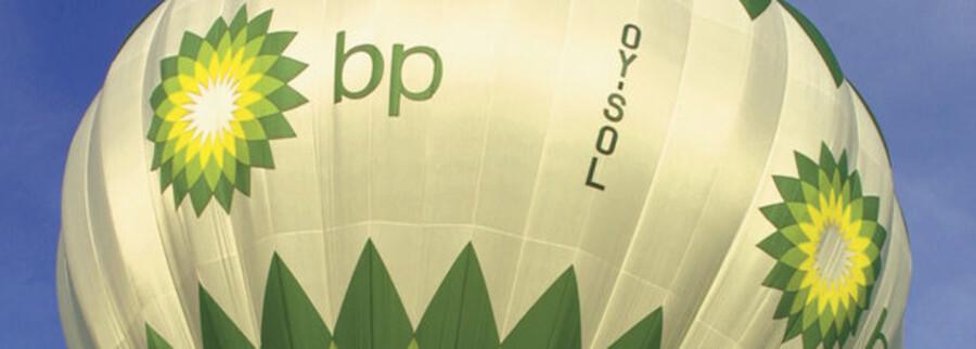 Faldende oliepriser ramte BP direkte på bundlinjen i andet kvartal.