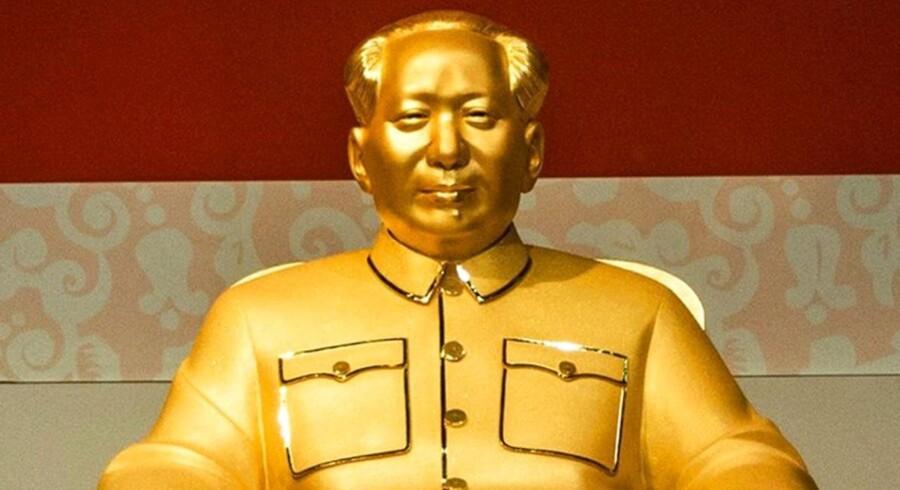 En guld-statue af Mao Zedong - der i øvrigt er vurderet til mere end 88 millioner kroner - bliver i forbindelse med 120 års dagen udstillet på en kunstudstilling i Shenzhen