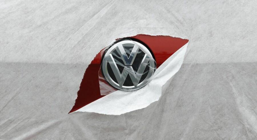 Volkswagen er primus motor, der trækker det brede fælleseuropæiske Stoxx 600-indeks ned i et samlet minus på 2,3 pct. til 349,79 og ikke mindst de øvrige store europæiske bilmærker i blodrøde minusser.