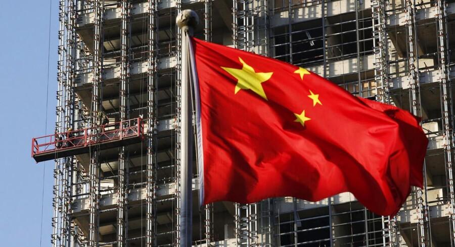 Den kinesiske servicesektor voksede i det langsomste tempo i seks måneder i januar.