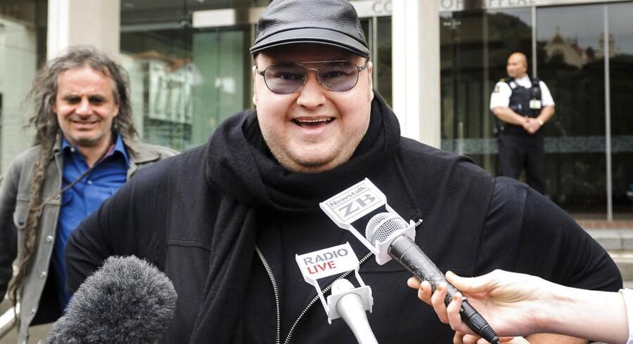 Den farverige tysk-finske tidligere hacker, Kim Dotcom, blev tidligere i år anholdt ved en James-Bond-lignende aktion i New Zealand efter anmodning fra det amerikanske forbundspoliti FBI, som anklager ham for at stå bag verdens største fildelingstjeneste, MegaUpload, som siden blev lukket efter at være beskyldt for at være en gigantisk hælercentral.