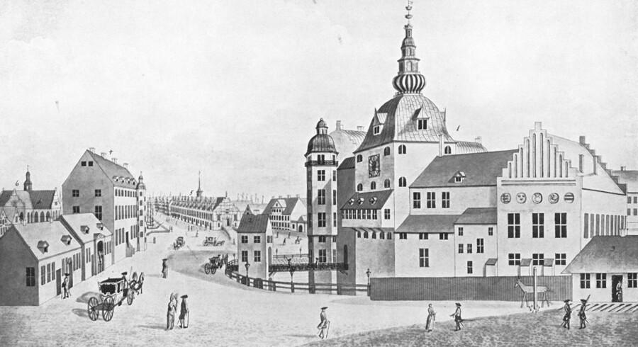 Det kongelige residensslot i København set fra Højbro. Det var her, Christian IV i 1634 holdt en bryllupsfest, som blev den dyreste i landets historie. Tegning fra 1693, Før og nu, 1. årg.